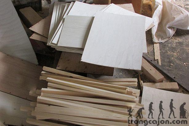 Xưởng trống với gỗ-nguyên liệu