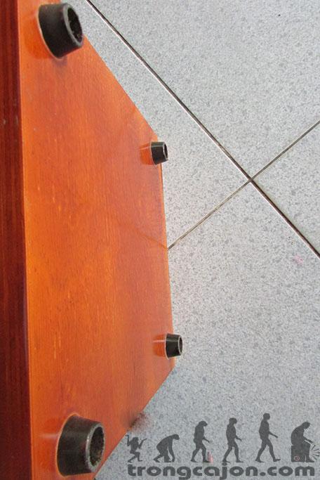 Chi tiết chân trống cajon giá rẻ Tại TsCajon